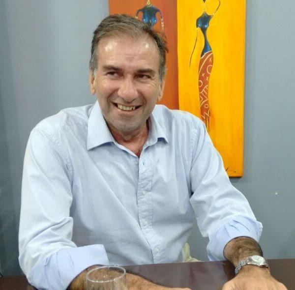 Humberto Schiavoni podría bajarse de su candidatura a gobernador